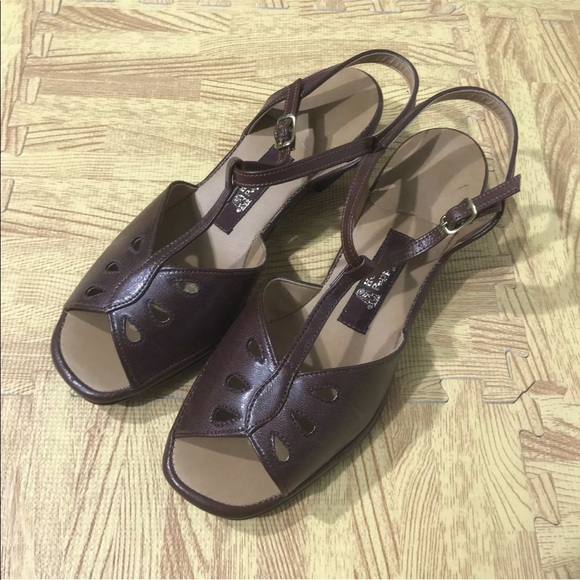 389b63e465dc1 Hush Puppies Shoes - 💎 NOS VTG 80s Hush Puppies Strappy Sandals 6.5W